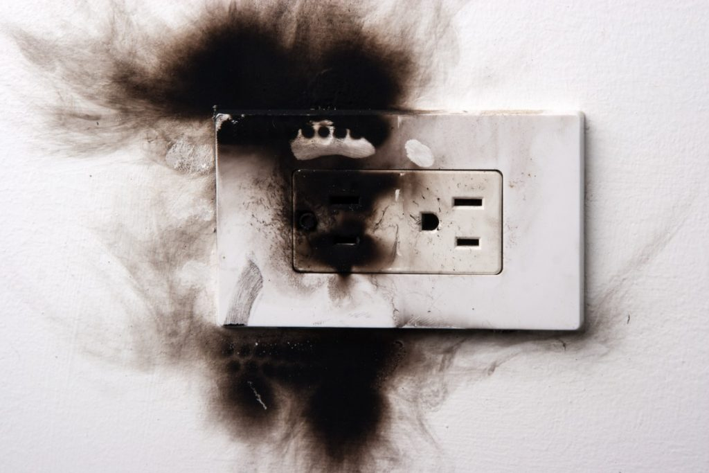 Facts and Dangers of Ungrounded Outlets